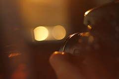 Fotógrafo (J.J.Evan) Tags: camera sunset sunlight film movie atardecer photography 50mm photo focus warm bokeh fingers special dedos fotógrafo cameraman foco fotografía cámara sunnyroad camarógrafo