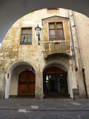 Altstadt von Meran / Sdtirol (Swassermatrose) Tags: door italien italy window lampe italia outdoor fenster tr italie sdtirol merano adige  meran italya  2015 strassenlampe  trentinoalto  fusgngerzone adigealto