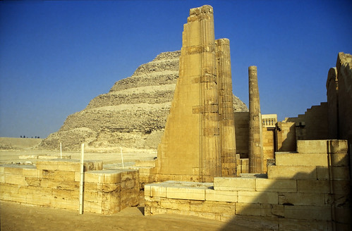 "Ägypten 1999 (584) Kairo: Djoser-Pyramide, Sakkara • <a style=""font-size:0.8em;"" href=""http://www.flickr.com/photos/69570948@N04/31122974724/"" target=""_blank"">View on Flickr</a>"