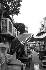 Canon G9 X (Floy Chan) Tags: canong9x canonpointandshoot blackwhite backlane