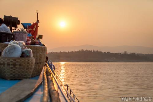 Zachód słońca nad rzeką Chindwin