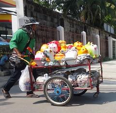 plaster animals vendor (the foreign photographer - ฝรั่งถ่) Tags: street sidewalk plaster piggy banks cart phahoyolthin road bangkhen bangkok thailand sony rx100
