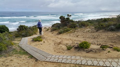 Boardwalk down to Station Beach