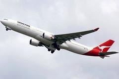 VH-QPG 'Mt Gambier' Airbus A330-303 Qantas (Robert Frola Aviation Photographer) Tags: nikond70 airbus qantas 2009 airbusa330 ybbn airbusa333 vhopg