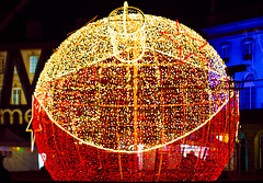 Christmas Lights (tee_loco54) Tags: christmas canon ball lights noel lumiere metz boule 550d placecomedie
