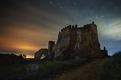 Too Tough To Die (Der_Golem_) Tags: linares niebla 2016 ruinas abandonado solitario nubes campo linterna cielo gel flash elberrueco jaen largaexposicion nocturna contaminacionluminica castillo