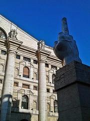 Dito Medio - Piazza Affari Milano (Clody73 – Claudia Varisco) Tags: dito medio cattelan piazza affari borsa milano