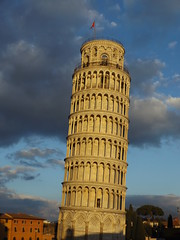 The Leaning Tower of Pisa in the Late Afternoon, Pisa, Tuscany, Italy, 1 January 2017 (AndrewDixon2812) Tags: italy italia tuscany toscana pisa torre pendente leaning tower late afternoon sunset piazza deimiracoli delduomo