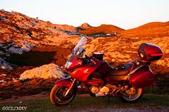 JITU DE ESCARANDI (DOCESMAN) Tags: moto bike motor motorcycle motorrad motorcykel moottoripyörä motorkerékpár motocykel mototsikl honda nt700v ntv700 deauville docesman danidoces asturias picosdeeuropa cantabria jitudeescarandi hitudeescarandi atardecer sunset puestadesol