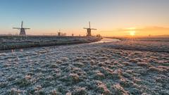 Sunbeams in Kinderdijk (Wim Boon Fotografie) Tags: leefilter sunbeams kinderdijk wimboon wimzilver winter skating holland nederland frost canonef1635mmf4lisusm canoneos5dmarkiii sunrise
