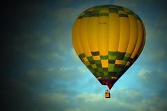EC-JYC (alfonsocarlospalencia) Tags: globo segovia san geroteo amarillo verde cesta nubes blanco azul celeste ilusión cenital espectáculo perfección vista de pájaro sueño