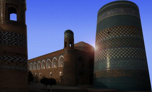 "Torres legendarias / Faros, minaretes, campanarios, rascacielos • <a style=""font-size:0.8em;"" href=""http://www.flickr.com/photos/30735181@N00/32493407776/"" target=""_blank"">View on Flickr</a>"