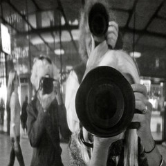 drie vrienden in een spiegel (1crzqbn) Tags: selfie reflected sliderssunday fun mylensisbiggerthanyours bw