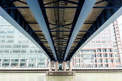 Blue Bridge (Hkan Dahlstrm) Tags: uk bridge blue london architecture photography europe poplar unitedkingdom britain great wharf gb cropped canary f40 2015 greaterlondon storbritannien xe2 sek xf1855mmf284rlmois 37013082015130038