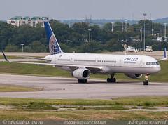 United Airlines Boeing 757-324 (N57852) (Michael Davis Photography) Tags: airplane photography nashville aviation nfl flight jet boeing arrival airliner ua unitedairlines 757300 bna taxiway boeing757 b757 kbna nashvilleairport n57852 nflcharter