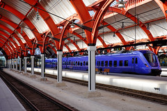 Malm C (Hkan Dahlstrm) Tags: travel station architecture train photography se skne purple sweden empty uncropped malm centralstation f40 2015 vstrahamnen pgatg skneln sknetrafiken xe2 xf35mmf14r sek 10327092015122712