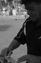 afilador (nahuelmontiphotographer) Tags: barcelona office pentax sharpener oficio afilador