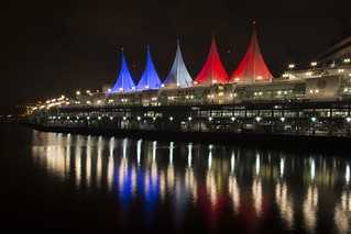 Sails of Light lit bleu blanc rouge in solidarity with France