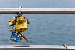 Siempre Juntos. (cmarga28) Tags: mensajes enamorados promesas candados unidos colores mar azul cannon digital raw macro photography love amor