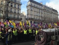 (Damián Conzolino) Tags: manifestacion paris gare de lest east station 10th arrondissement ciudad city cidade citta stadt protesta protest protesto outdoor fluor