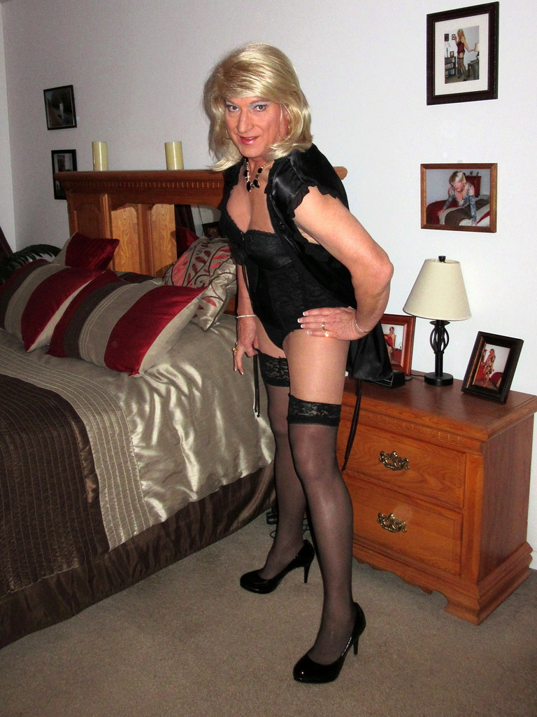 vicki escort crossdresser escort