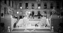 Culture (madras91) Tags: nb blackandwhite bw monochrome noiretblanc paris france louvre lelouvre street streetphotography summaron summaron35mmf28 leica m240