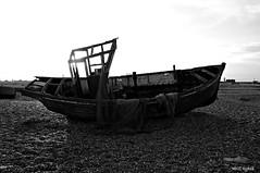 Dungeness Life VII (www.hot-gomez-fotografie.de) Tags: dungeness kent kentlife uk beach shale boat ruin relic rotting old fishing nikon
