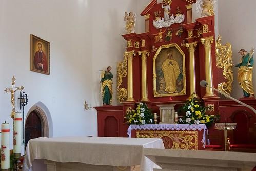 Barokowy ołtarz główny kościoła Wniebowzięcia NMPw Świętomarzy