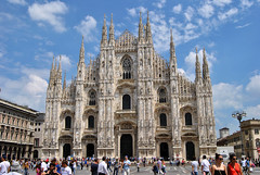 Duomo de Miln (judit.rubio) Tags: italy italia milano cities cathedrals duomo catedrales miln europeancities nikor1855 ciudadeseuropeas catedraldemiln capitaleseuropeas nikond3000 cathidralsofmilano