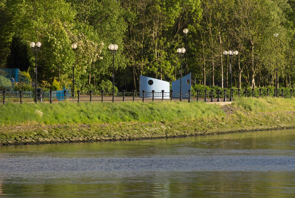 A WALK ALONG THE LAGAN TOWPATH [BELFAST]-108981