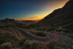 Mountain bend sunrise (tms\) Tags: gran canaria hairpin mountains sunset cars road