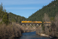 UP 2732 (Tom Trent) Tags: et44ac es44ac sd70m ge emd diesel locomotive freight rail train westfir officecoveredbridge lanecounty oregon willametteriver