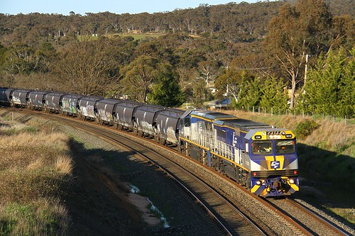 9792. CM3312,VL354 on 2333N at Goulburn North 2-10-16