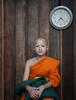 Thai-283 (Laponet) Tags: olympus monk monks e3 1260 thailand tailandia asia laponet robert maulet chiangmai orange watch orloge reloj retrato portrait portraits monje