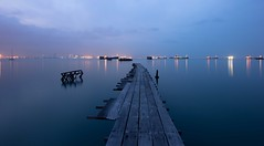 Old pier (Jhaví) Tags: sunrise amanecer water agua sea mar luces barcos ship lights embarcadero pier asia penang town george malaysia