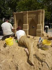 Sand Sculptures (Slip Mahoney) Tags: new york people newyorkcity manhattan famous ticktock mrg brooklyn bridge sand castle