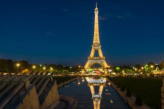 Torre Eiffel - vestida de gala.