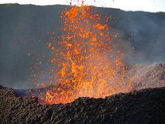 volcan02-7 (loïcabadie) Tags: eruption pitondelafournaise laréunion réunion volcan lave