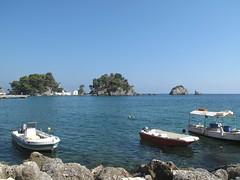 Gli isolotti di Parga. (sangiopanza2000) Tags: travel sea boats islands mare barche greece grecia viaggio parga isole sangiopanza