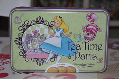 Box Alice in Wonderland (MissLilieDolly) Tags: alice wonderland aux pays des merveilles disney cheshire cat white rabbit bunny lapin blanc chapelier fou mad hatter queen hearts la reine de coeur collection le livre mars missliliedolly miss lilie dolly boite box aurelmistinguette