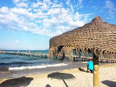 (quackeoclandestino) Tags: naturaleza sol mar agua playa arena embarcadero mallorca olas isla vacaciones baleares calor hamacas sombillas