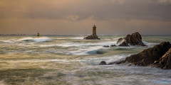 Storm (Ronan Follic) Tags: sea lighthouse canon eos 7d pointe weaver vagues phare strom raz tempête pointeduraz