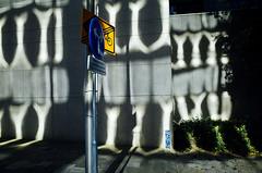 Knipstraat, Utrecht (Pim Geerts) Tags: street light sun color colour contrast photography licht utrecht hard gr ricoh zon gebouw catharijnesingel abn amro kleur reflecties straatfotografie paardenveld pg050590