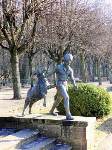 1965 Berlin-O. Junge mit Widder von Walter Lerche Bronze Tierpark Friedrichsfelde Am Tierpark 39 in 10319 Friedrichsfelde
