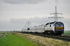 P2120871 (Lumixfan68) Tags: me de 26 eisenbahn mak nob züge 251 2700 di6 baureihe nordostseebahn marschbahn dieselloks sechsachser wendezüge