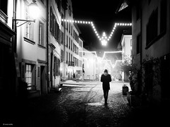 Follow the stars! (René Mollet) Tags: mist misty night nightshot street streetphotography shadow silhouette winter cold stars monchrom monochromphotographie renémollet aarau xmaslights light