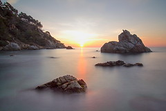 Bon dia - Good morning (McGuiver) Tags: canon canoneos60d tokina1224 llargaexposicio longexposure costabrava calafrares lloretdemar landscape mediterranean mediterrani catalunya sunrise sortidadesol amanecer