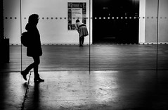 Line of sight (Jonathan Vowles) Tags: tate london gallery silhouette