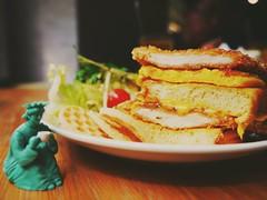 #1日1攝  03/18-吃吃吃 French toast Factory的土司超棒,雞排塔太好吃啦!   #project365 #府中  #Frenchtoastfactory