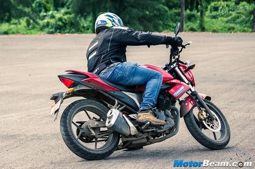 2015-Suzuki-Gixxer-Long-Term-Review-05